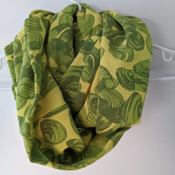 Pascale Faubert Patterned Infinity Scarf Green